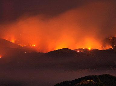 美国科罗拉多州山火持续