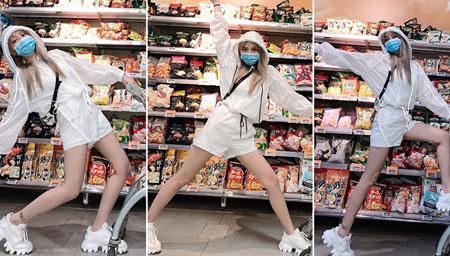 周扬青逛超市凹造型