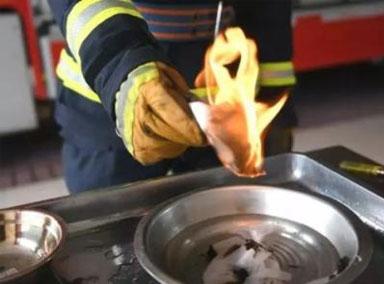 男子吃火锅全身被烧伤15%