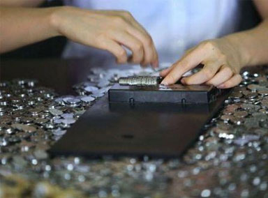 女子家中 70万元硬币重达4吨