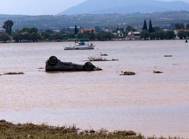 希腊埃维亚岛遭强风暴袭击