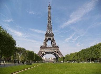 巴黎埃菲尔铁塔遭炸弹威胁